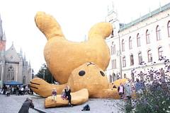010 (piaktw) Tags: city summer rabbit bunny art public yellow square toy town open sweden exhibition oversized örebro 2011 florentijnhofman örebroopenart bigyellowrabbit bigyellowbunny