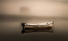 Threave Castle Mist (.Brian Kerr Photography.) Tags: morning mist canon reflections river landscape scotland boat scottish dumfriesandgalloway sunsrise castledouglas threavecastle eos5dmkii briankerrphotography
