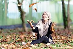 #850C2329- Fall on me please! (Zoemies...) Tags: portrait fall beach leaves hijab balikpapan lestari kemala sal135f18za zoemies