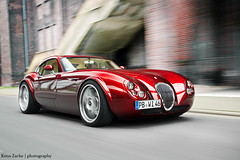 Red Lady (Keno Zache) Tags: red motion rot beauty speed photography power ps spinning gt wiesmann keno mf4 zache cartocar