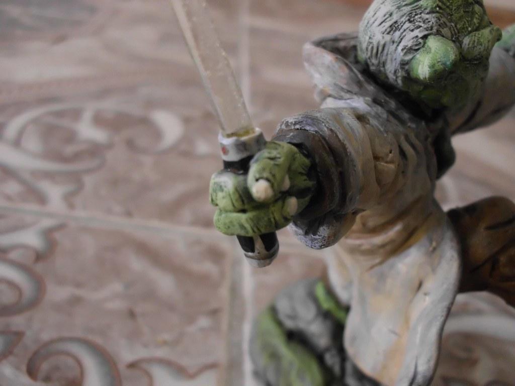 Mi figura del Maestro Yoda con espada iluminada! unico!!!