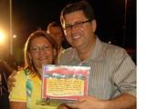 Diretores de escolas, maestro e prefeito recebem troféu por participação em desfile by Portal Itapetim