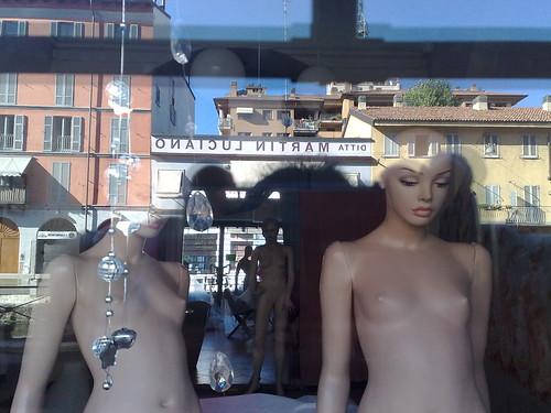 Vetrina sui Navigli by durishti