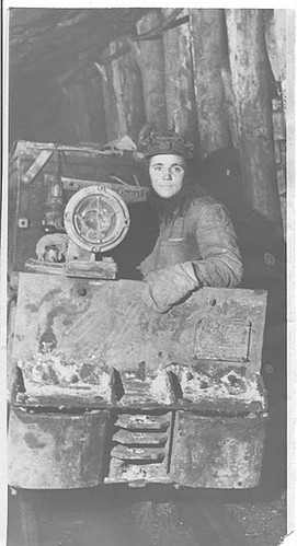 Woman-miner, 1940s. Photo courtesy of Louhansk Museum Archives.