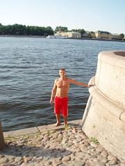 P1010028 (Amberboy) Tags: shirtless guy stpetersburg barefoot