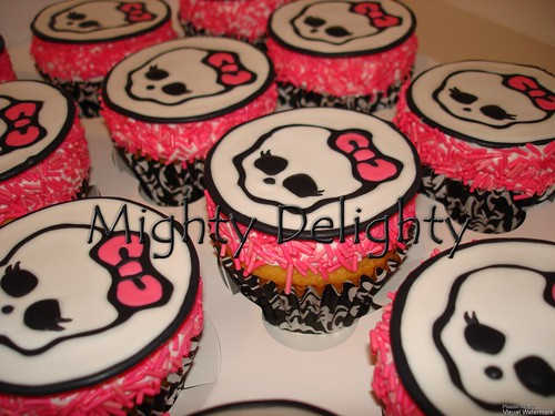 monster high skullette cupcakes