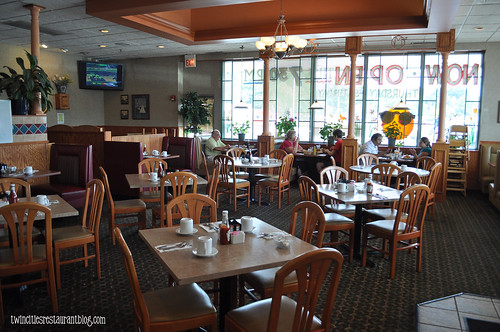 Dining Room at Maple Tree Family Restaurant ~ Elmhurst, IL
