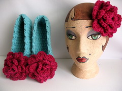 FLOWERS FROM HEAD TO TOE! (FRANCINE TOUKOU) Tags: flowers mannequin patterns crochet crochetslippers
