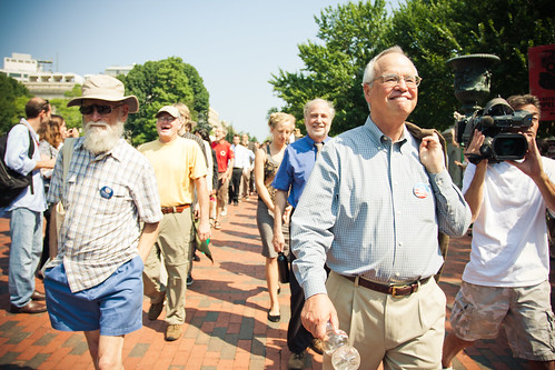 Gus Speth Walks To Gates of White House With 70 Others
