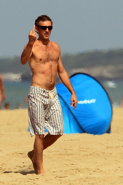 vincent-cassell-shirtless-surfing-08312010-09-820x1230