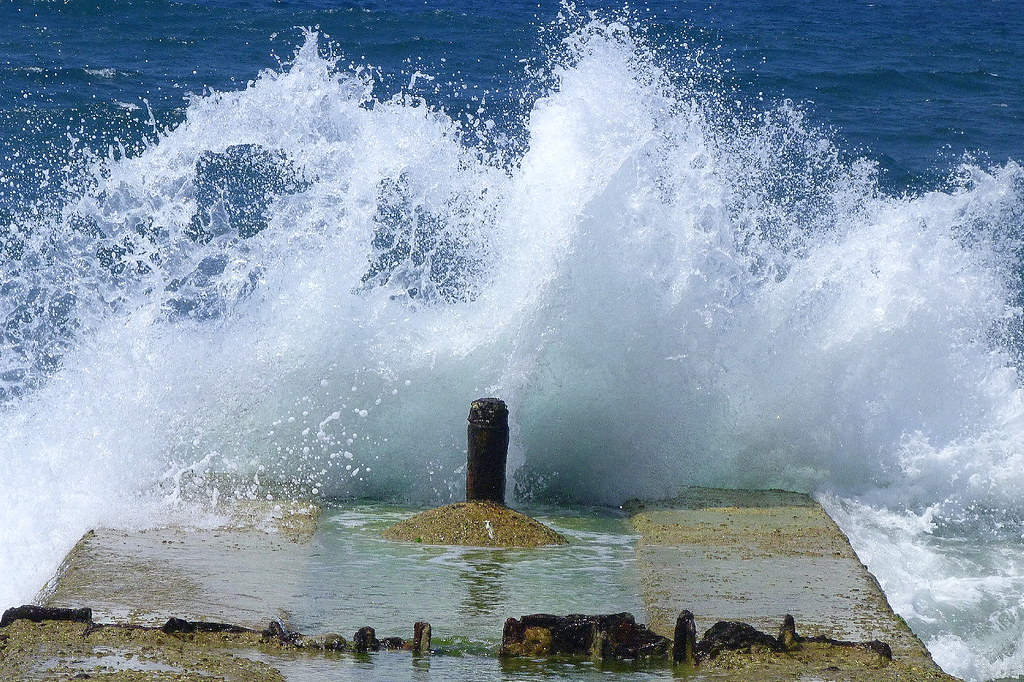 20-08-2011-sea-roaring2