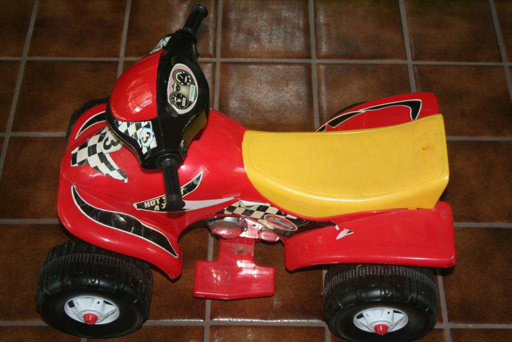 Powered 4-wheeler Kids Quad $40