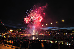 Dartmouth Regatta Fireworks (rosyrosie2009) Tags: uk england water river photography fireworks devon tamron dartmouth westcountry riverdart kingswear flickrduel dartmouthregatta d5000 nikond5000 tamronspaf1024mmf3545diiildasphericalif rosiespooner rosyrosie2009 rosemaryspooner rosiespoonerphotography