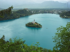 Lake of Bled, Slovenia (Ferry Vermeer) Tags: travel wedding lake castle church water wow island turquoise slovenia bled slovenija slowenien eslovenia slovénie lakebled slovinsko travelphotography glaciallake julianalps eslovénia gorenjska blejskiotok slovenië bledcastle blejskigrad slovenien ブレッド turquoisewater bledisland スロベニア szlovénia weddingplace słowenia bledlake veldes סלובניה cerkevmarijinegavnebovzetja blejskojezero eslovênia slovenya alpigiulie julijskealpe בלד osojnica oberkrain pilgrimagechurchoftheassumptionofmary uppercarniola словенија σλοβενία словения словенія castleofbled 슬로베니아 斯洛維尼亞 блед lakeofbled burgveldes islandofbled ferryvermeer 布莱德 velikaosojnica
