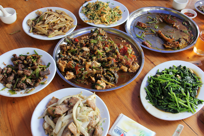 Chinese farm food demolishing a guangxi farmer 39 s feast in for Authentic cantonese cuisine