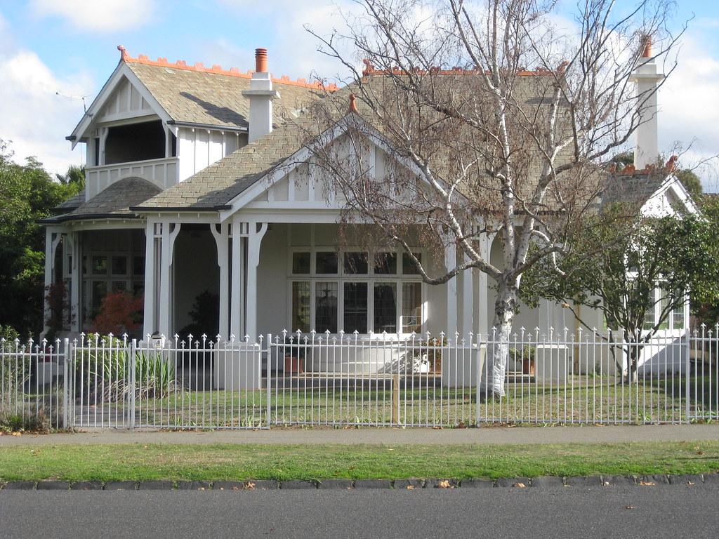 A Queen Anne Mansion - Essendon
