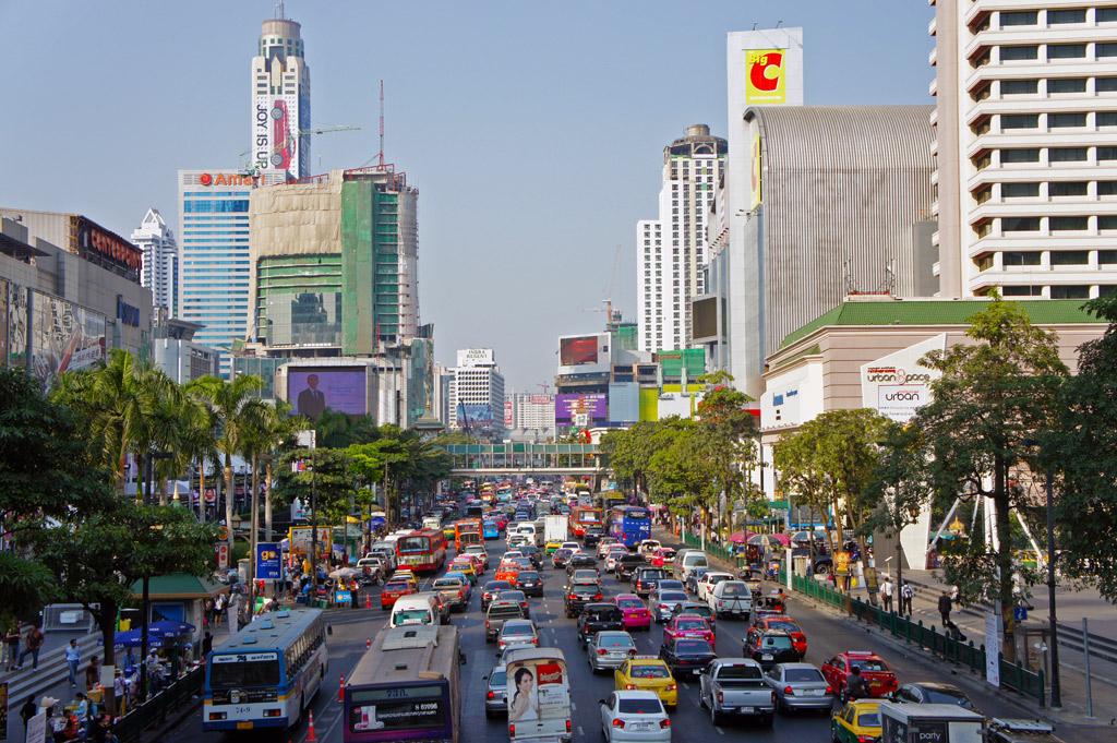 Tráfico en Chitlom, Bangkok