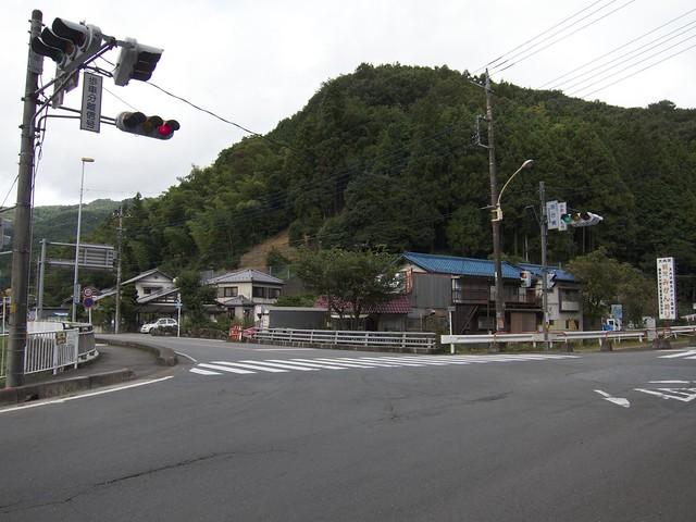 落合橋信号T字路