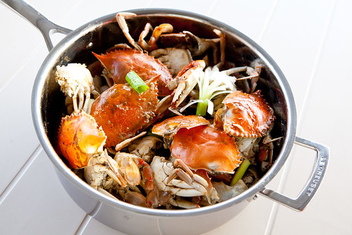 Stir-fried blue crabs with ginger, garlic and scallion (姜蔥蟹)