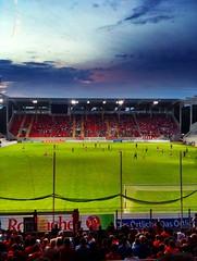 Spielszene in HDR (3ecke11er) Tags: berg fans offenbach abendstimmung ofc kickers kickersoffenbach spielszenen