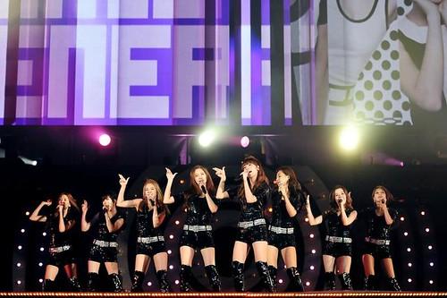 Girls' Generation Helps