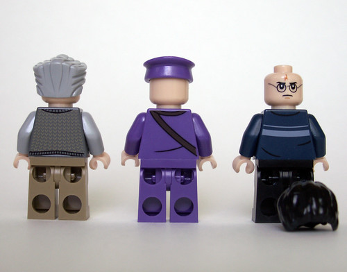 4866 The Knight Bus - Minifigs Back