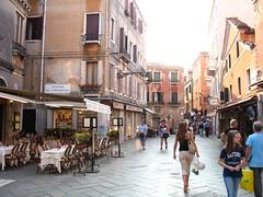 Venice 1096 - street life in the Sestier de Ca...