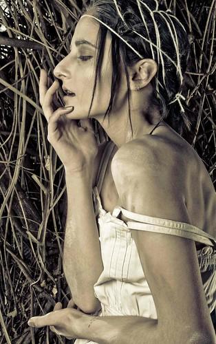 [フリー画像] 人物, 女性, 横顔, ファッション, 201109052100