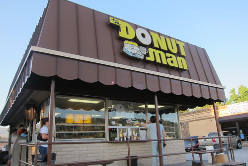 Donut Man: Exterior