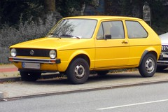 Volkswagen Golf I (Transaxle (alias Toprope)) Tags: auto street city urban rabbit cars beauty car yellow vw golf volkswagen 1974 nikon downtown power shot hamburg engineering snap voiture retro amarillo gelb giallo german coche soul 1975 1978 autos everyday 1970s 1977 yesterday kerb curb oldtimers macchina 1976 coches voitures toprope kerbs curbs golf1 autoretro typ17