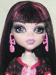 Fearbook Photo: Priscilla (~Ravie) Tags: dolls mattell monsterhigh draculaura dayatthemaul