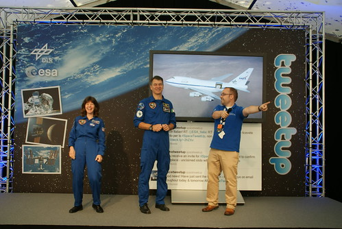 Andreas introduces the astronauts