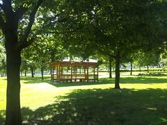 木陰や東屋が涼しげ-あいかわ公園の写真