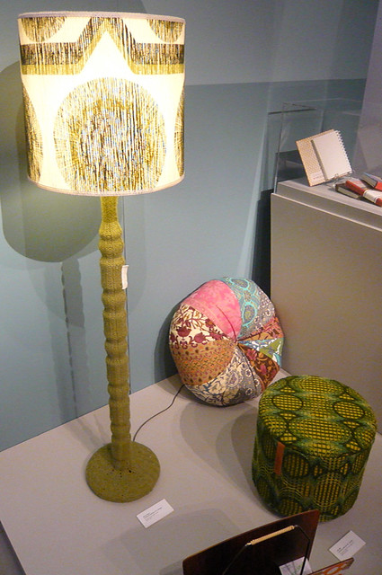 Knitted lamp base