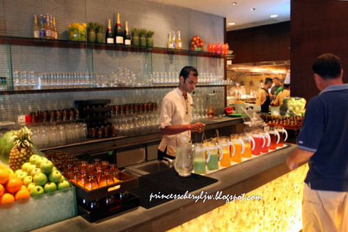 Spice Market juice station 01