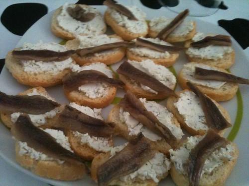 Zaragoza | Inauguración casa David | Tapa de queso con anchoa