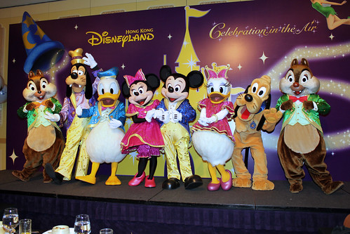 Meeting Mickey and all the gang in their HKDL 5th Anniversary outfits
