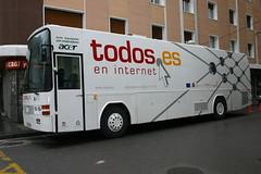 Autobus estacionado en la villa.