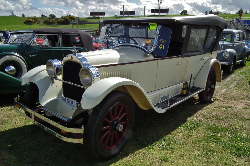 1923 Willys-Knight tourer