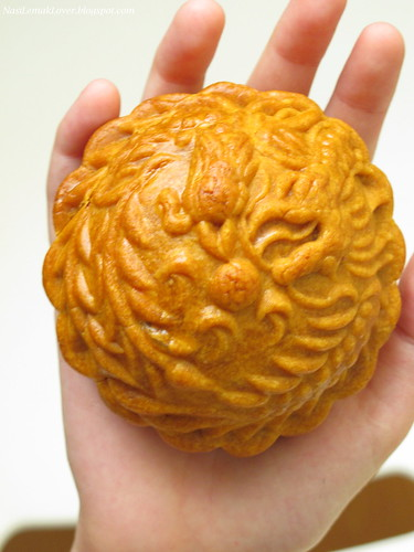 dragon imprint mooncakes