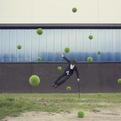 218 of 365 (Morphicx) Tags: fly tim levitation nephew paula 365 deventer hovering levitating canon2470f28l 365shotsin365days ballofgrass