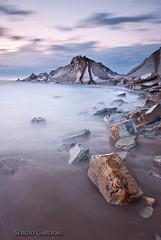 El peon (Sergio Gardoki) Tags: longexposure rock marina atardecer piedra sopelana peon largaexposicin