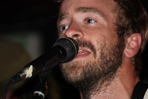 Dave Simonett sing