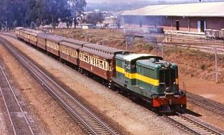 DH1 #3104 leaving Salisbury
