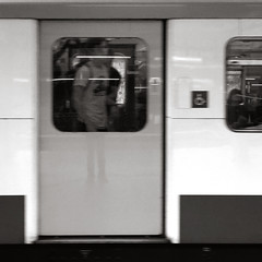 Blurred visions (brunotto [Still very busy...]) Tags: uk england bw blur london train canon underground square eos is blackwhite mtro tube gimp nb vision londres angleterre 1855mm efs dpp flou carr noirblanc f3556 40d