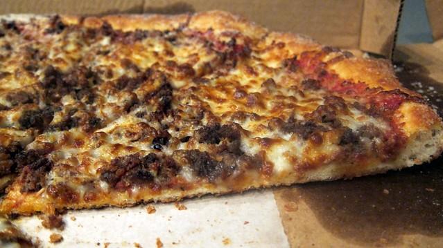 artsy hamburger pizza shot at davincis pizzeria