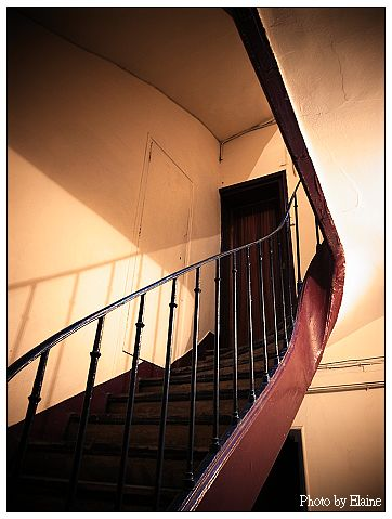 瑪黑公寓的樓梯