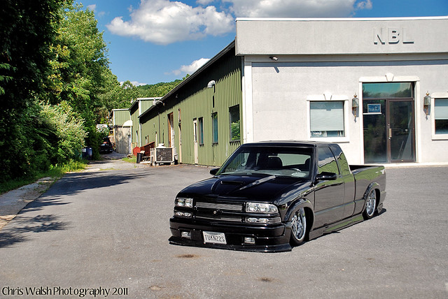 Photos of my friend's bagged Chevy S-10 Xtreme on 22's ...
