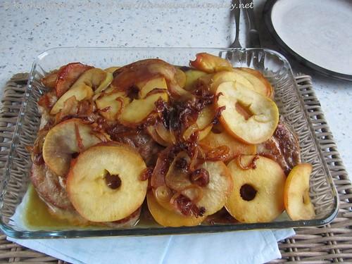 Schweinekoteletts mit Äpfeln und Zwiebeln 001