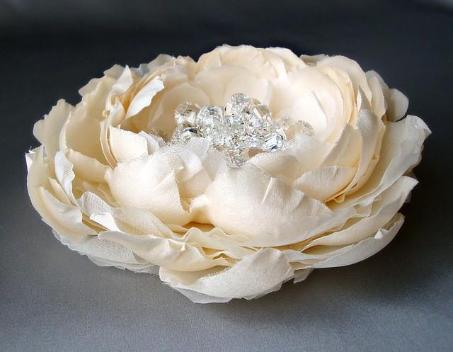 creamsilksquartzflowerweb